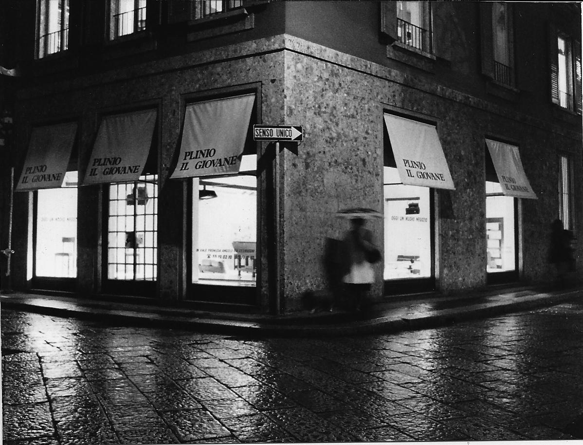 1975, atelier in via Fiori Chiari di fronte all'ingresso dell'accademia di Brera.