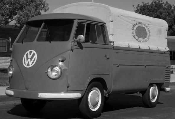 Il furgoncino con il quale furono recuperate le vecchie travi dismesse.